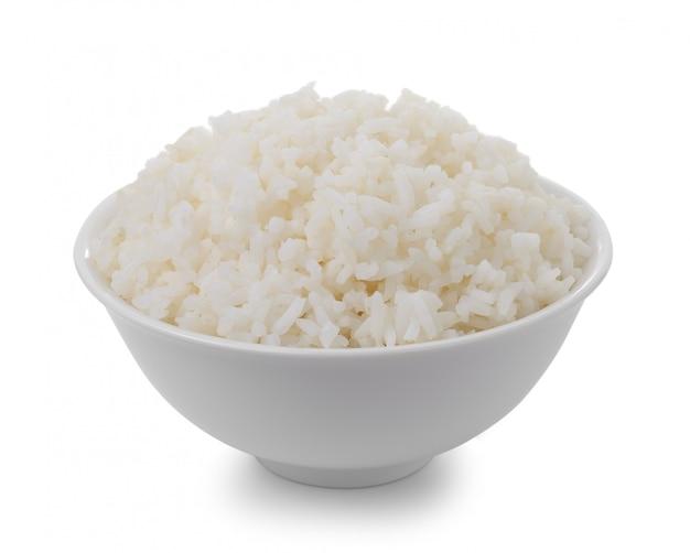 Ciotola in pieno di riso isolata