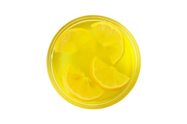 Ciotola di gelatina di limone isolato su sfondo bianco