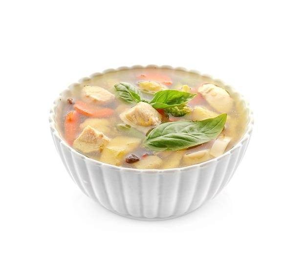 Ciotola con deliziosa zuppa di tacchino, isolata on white Foto Premium