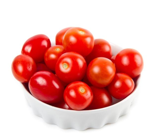 Ciotola con pomodori freschi