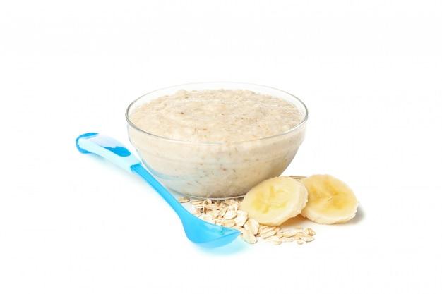 Lanci con alimenti per bambini sani isolati su fondo bianco