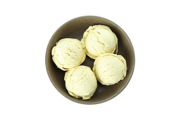 Ciotola con palline di gelato isolato su sfondo bianco