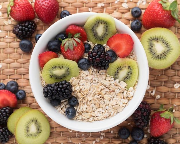 Ciotola con fettine di frutta