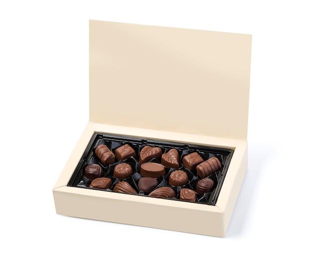 Scatola di cioccolatini su sfondo bianco