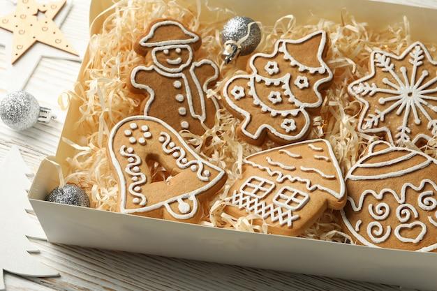 Scatola con biscotti di natale