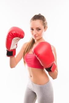 Boxer - boxe donna fitness indossando guanti da boxe