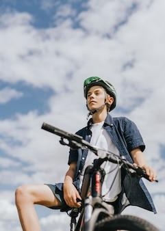 Ragazzo in bici, hobby estivo