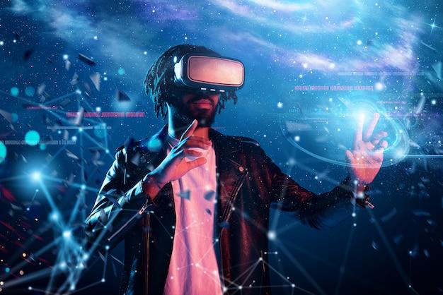 Il ragazzo con gli occhiali vr gioca con un videogioco virtuale