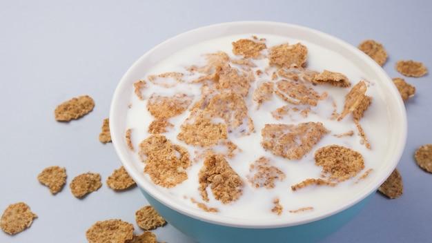 Fiocchi di crusca con latte