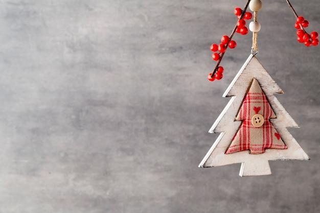Ramo con bacche rosse, decorazioni natalizie.