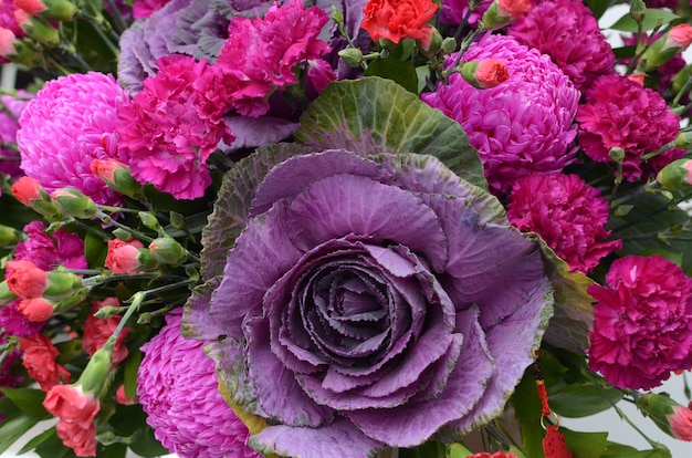 Composizioni floreali in ottone