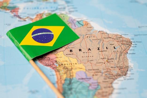 Bandiera del brasile sulla mappa del mondo