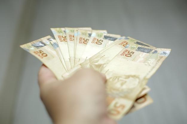 Banconote da 50 e 100 reais brasiliani
