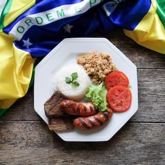 Piatto di cibo barbecue brasiliano.