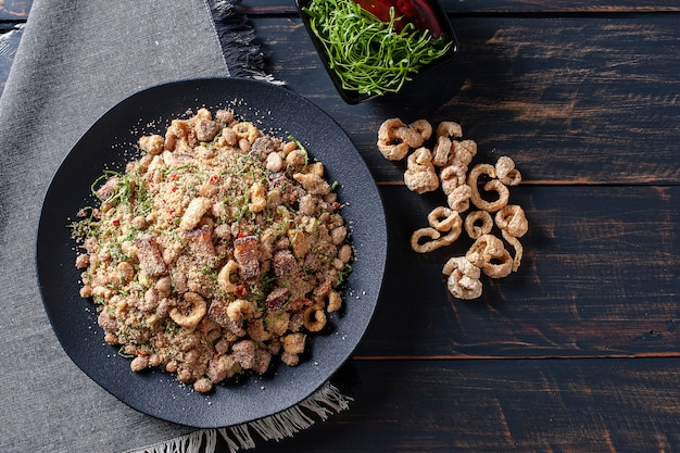 Piatto brasiliano tropeiro feijao sul tavolo