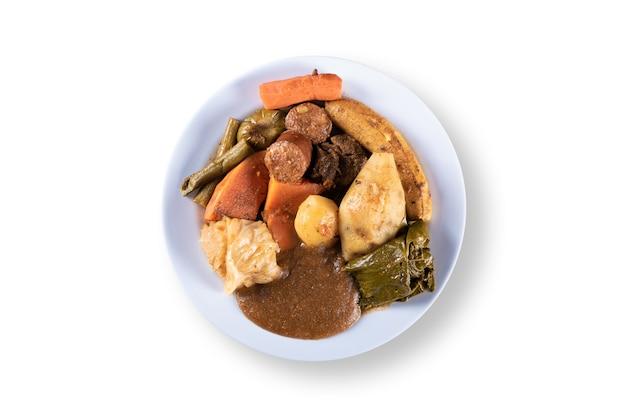 Piatto di cibo brasiliano con vista dall'alto di verdure
