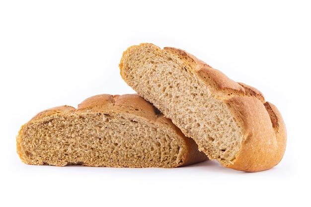 Pane a base di malto d'orzo isolato su bianco