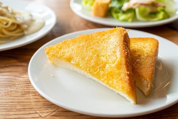 Pane tostato con burro