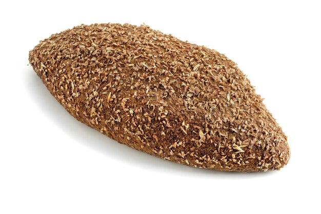 Pane con crusca su uno sfondo bianco.