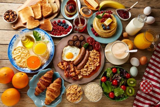 Colazione a buffet completa continentale e inglese