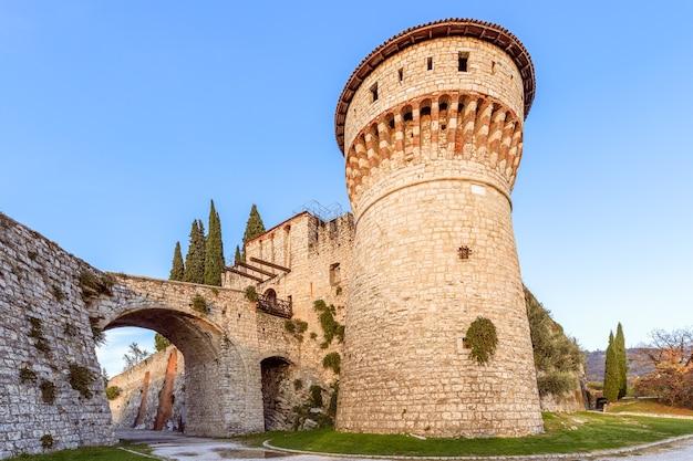 Castello di brescia, veduta dal parco inferiore. brescia, lombardia, italia