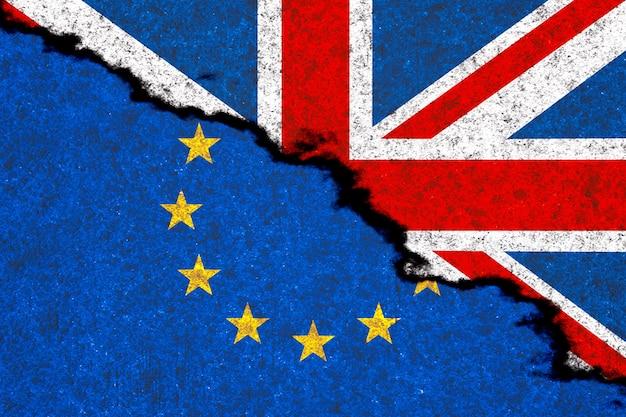 Concetto brexit. bandiere del regno unito e dell'unione europea sul primo piano estremo del fondo di lerciume. rendering 3d