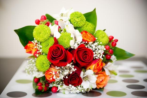 Bouquet da sposa di rose da vicino
