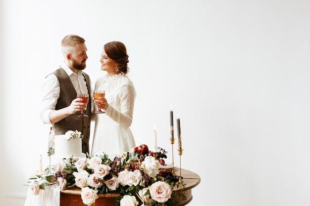 Sposi con gli occhiali in mano
