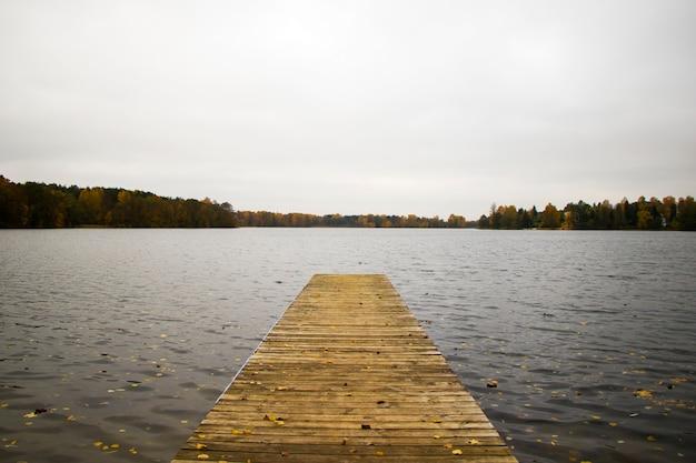Ponte nel lago galve a trakai, lituania