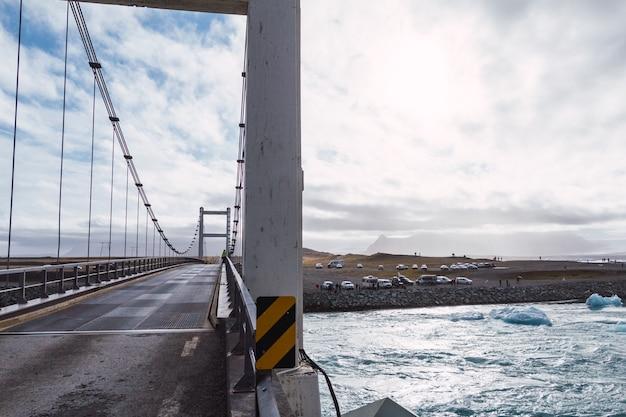 Ponte sulla laguna glaciale in islanda