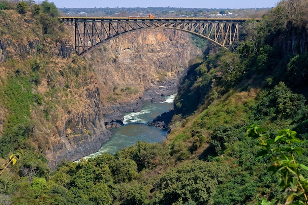 Ponte sul confine del fiume zambesi tra zambia e zimbabwe