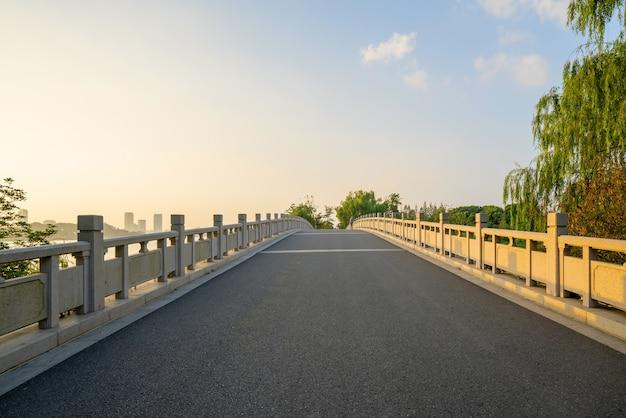 Ponti e strade nel parco del lago xuanwu