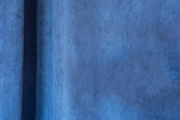 Tende ravvicinate di tessuto blu brillante, velluto blu, design moderno