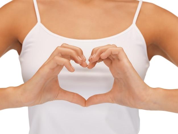 Immagine luminosa del primo piano della forma di cuore a forma di