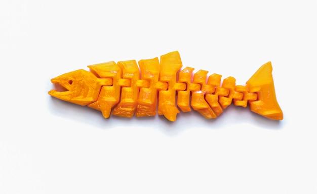 Oggetto giallo chiaro brillante a forma di giocattolo da pesca stampato su stampante 3d isolata su sfondo bianco. modellazione a deposizione fusa, fdm. concetto di moderna tecnologia additiva progressiva per la stampa 3d.