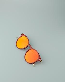 Occhiali da sole arancione brillante per la stagione estiva