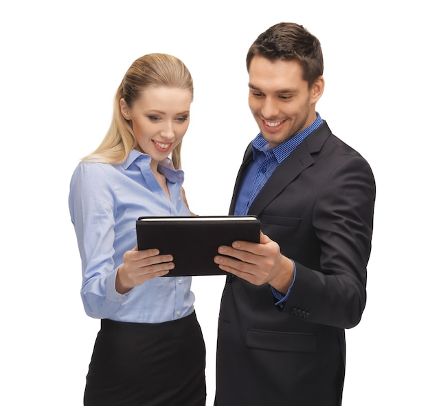 Immagine luminosa dell'uomo e della donna con tablet pc.