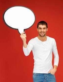 Immagine luminosa dell'uomo sorridente con la bolla di testo vuoto.