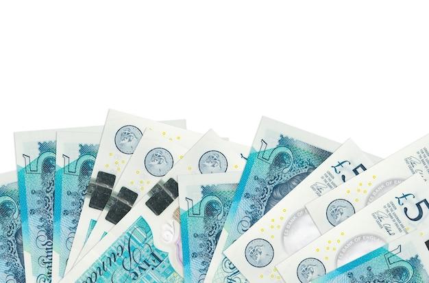 Le banconote in sterline britanniche si trovano sul lato inferiore dello schermo isolato su bianco
