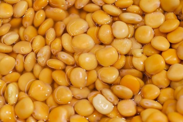 Fave gialle cotte in salamoia marinate molto alla rinfusa