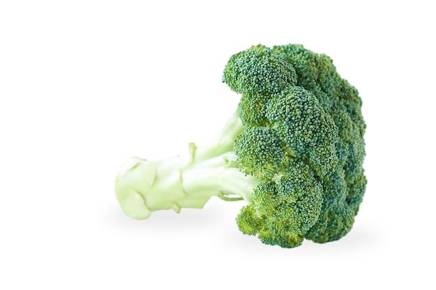 Cavolo broccolo isolato su sfondo bianco