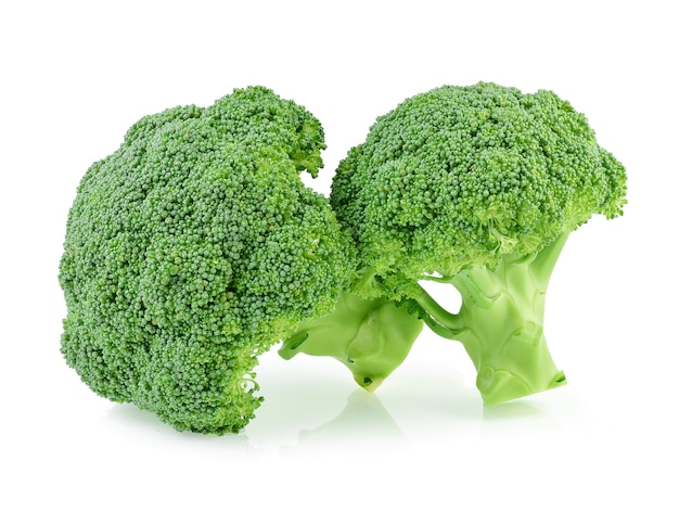 Broccoli isolati su sfondo bianco