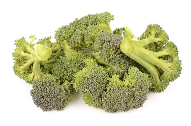 Broccoli su bianco