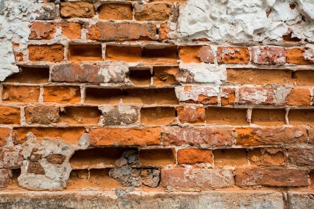Muro di mattoni rotti