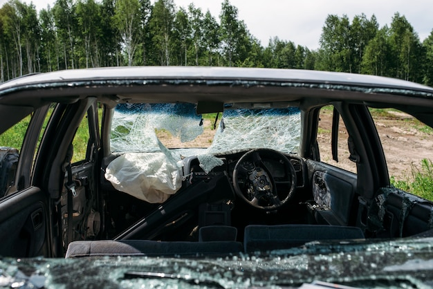 Auto rotta e danneggiata