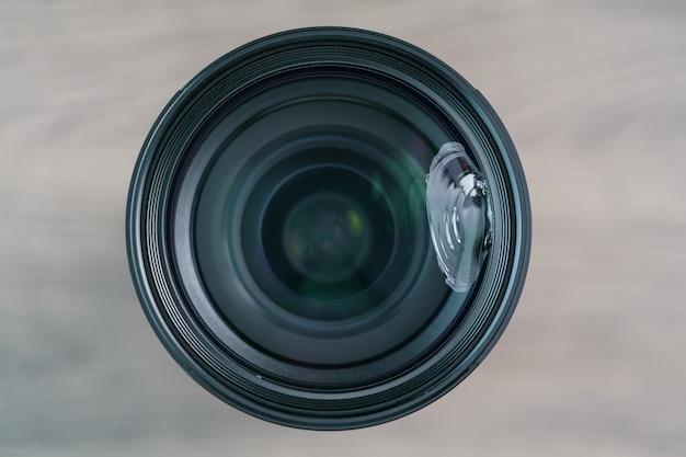 Vetro dell'obiettivo della fotocamera mirrorless rotto