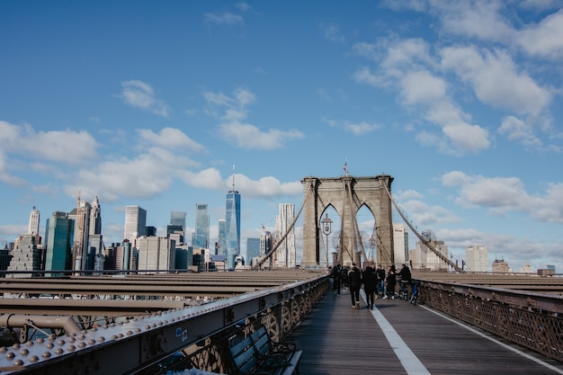 Ponte di brooklyn e grattacieli, new york city