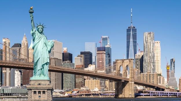 Ponte di brooklyn e statua della libertà Foto Premium