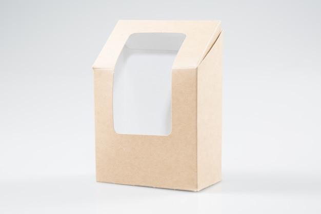 Il rettangolo di cartone bianco marrone porta via le scatole che imballano per sandwich, cibo, regali, altri prodotti con finta finestra di plastica da vicino isolato su bianco