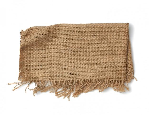 Frammento della tela da imballaggio di brown isolato su fondo bianco